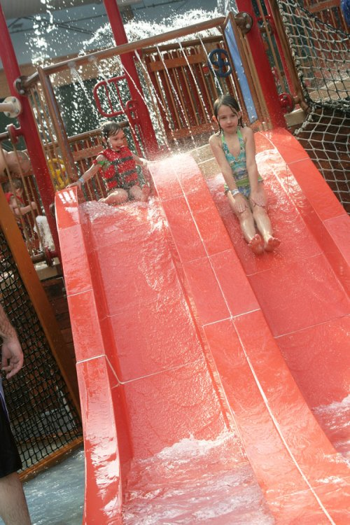 girls-on-waterpark-slide