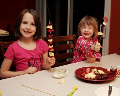 girls-with-fruit-kabobs